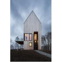 Quality Tower Cabin Makes Most Of The Splanded Landscape in Canadian for sale