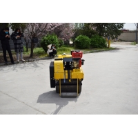 China Dynamic Small Vibrating 5.9L Manual Road Roller Machine on sale
