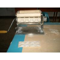 Quality Square Ravioli Machines For Kitchen Use Composed of a roller and a ravioli cutter for sale