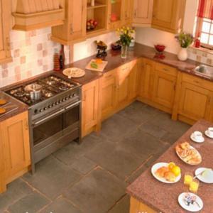 China Polished Surface Natural Stone Countertops Granite Kitchen Countertops on sale